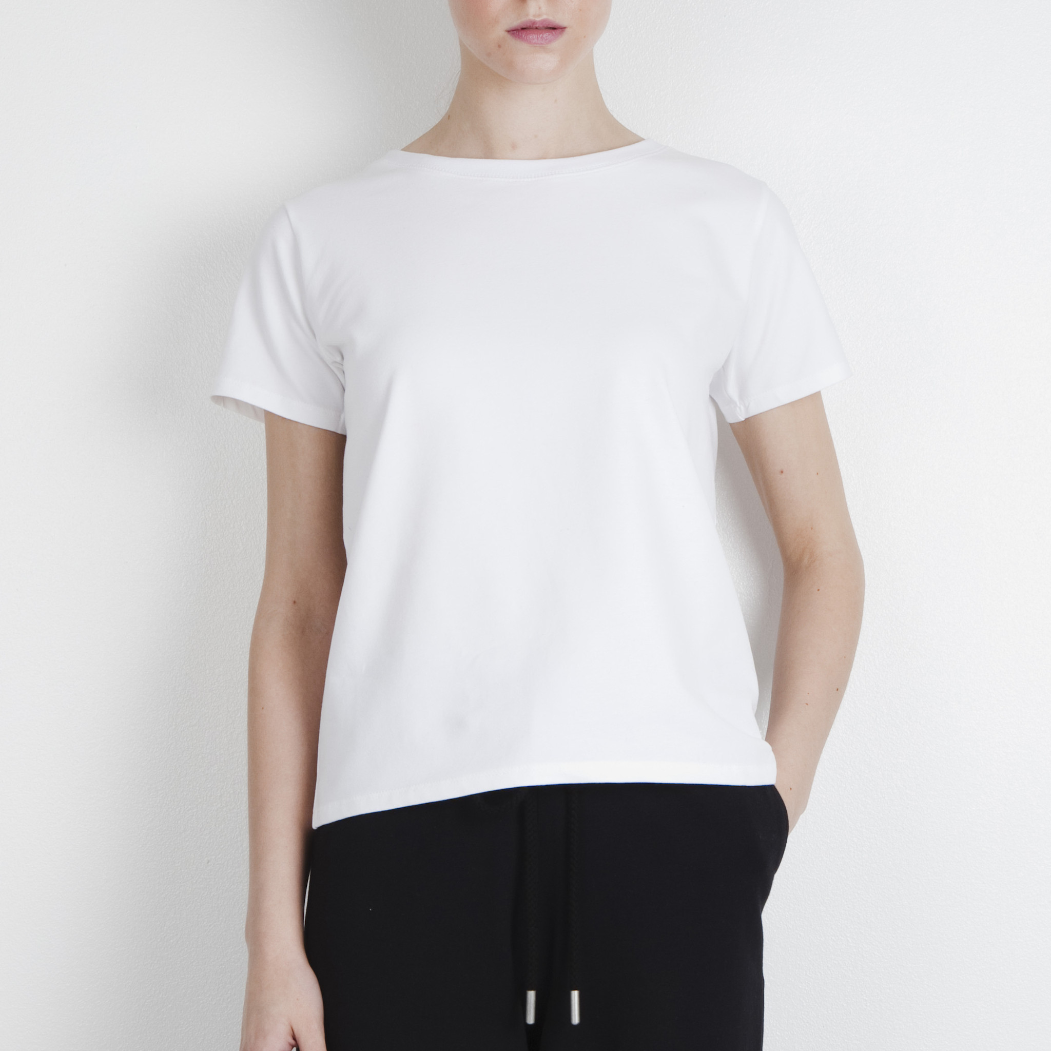 Arela_Cotton_Kim_T-shirt_Helsinki_White_FP_2048x2048